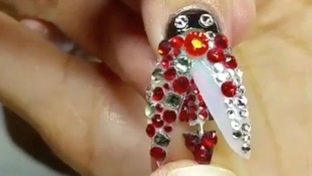 Tranformer-NailArt-Ladybird_620x349.jpg
